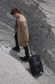 Kufr se 4 vícesměrnými kolečky